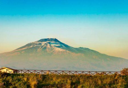 La Sicile à vélo - Vue de l'Etna de la plage de Catane